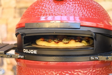 Kamado Joe Classic DoJoe Pizzaaufsatz in Action